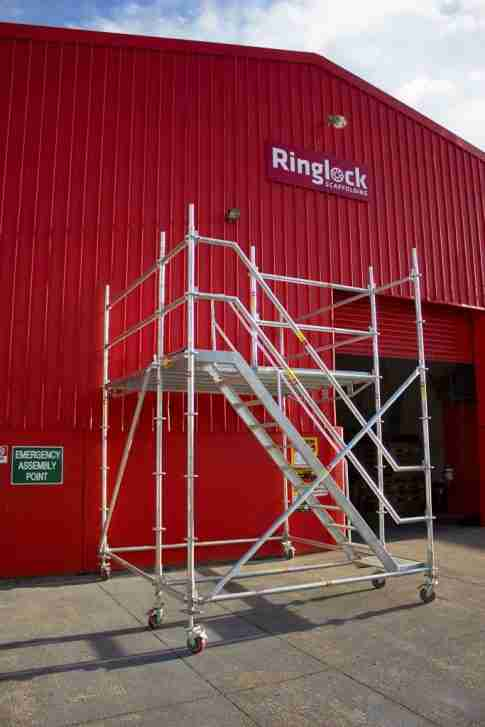 Large scaffolding platform